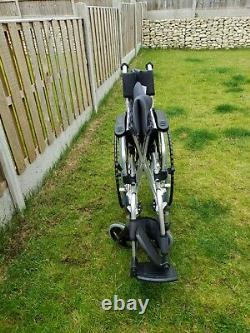 Lightweight foldable wheelchair